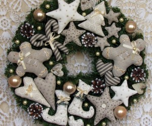 10 Handmade Front Door Christmas Wreaths
