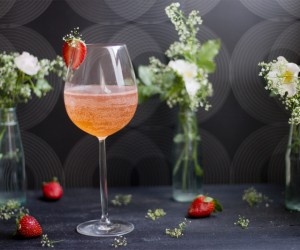 15 Delicious Floral Drink Recipes