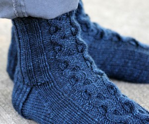 15 Toasty Knitted Sock Patterns for Fall
