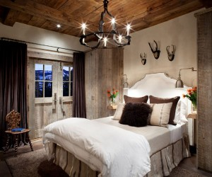 21 Cheerful Rustic Bedrooms