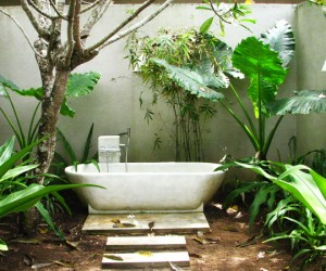 25 Ideas to Make Your Outdoor Bathroom A Place Of Relaxation And Joy