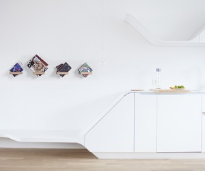360 SHELF: A Shelf That Fits Anything