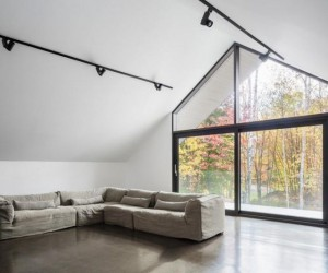 A Contemporary Garage that Turns Into a Suspended Artist Workshop