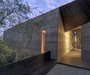 A Desert Courtyard House Made Of Dirt