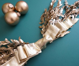 A DIY Gold Holiday Wall Hanging