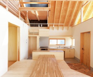 A Gabled Roof in Kawagoe by Tailored design Lab