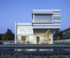 A House by the Sea by Pitsou Kedem Architect