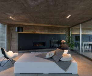 A House in Which Concrete and Glass are The Protagonists