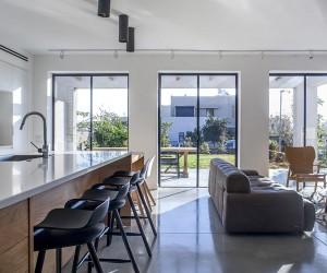 A Modern Kibbutz House by Henkin Shavit