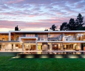 Boldness and Luxury: 1232 Sunset Plaza in California