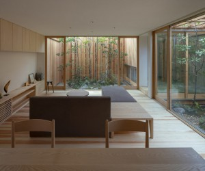 A Small House Where you Feel the Balance Between Inside and Outside