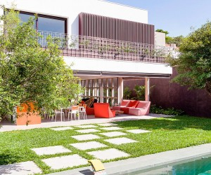A World of Green: Cheerful So Paulo Residence with Vibrant Pops of Color