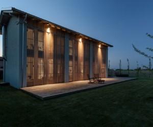 Abandoned Barn Conversion by Archiplan Studio
