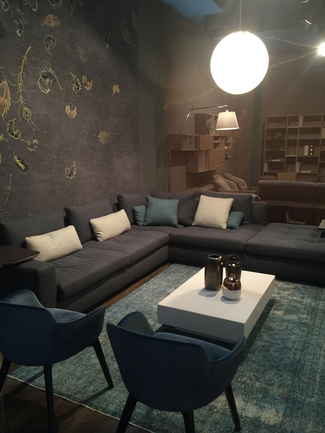 Accent Color Ideas for Neutral Modern Interiors