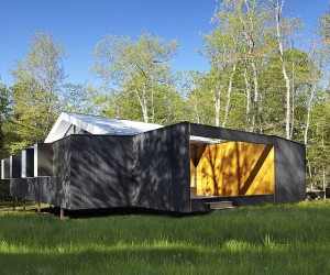 Adaptable Weekend Getaway Filled with Wood and Wonder