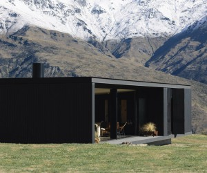 Alpine Terrace House Float in the New Zealand Mountains