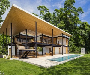 An Eye on the Ocean and the Forest: Spectacular Modern Home in Costa Rica