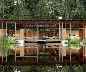 An Oregon Home Floats Above a Pond to Connect With Nature