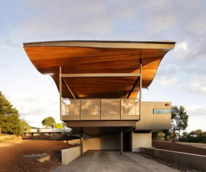 An Undulating Home near Kyneton, Australia