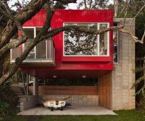Arruba Bach  Exciting and Vibrant Treehouse by Bossley Architects