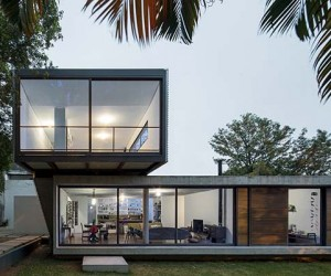 Astonishing Concrete and Glass Residence in Brazil: LP House