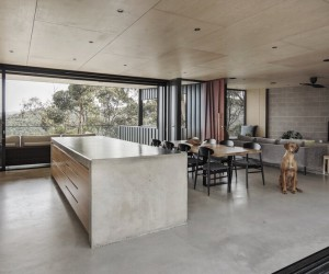 Australian Contemporary House Encouraging Outdoor Living
