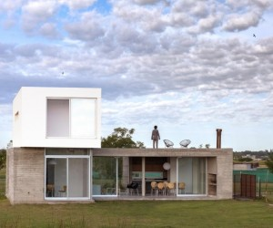 BAM Arquitectura Has Designed a Flexible House for a Young Single