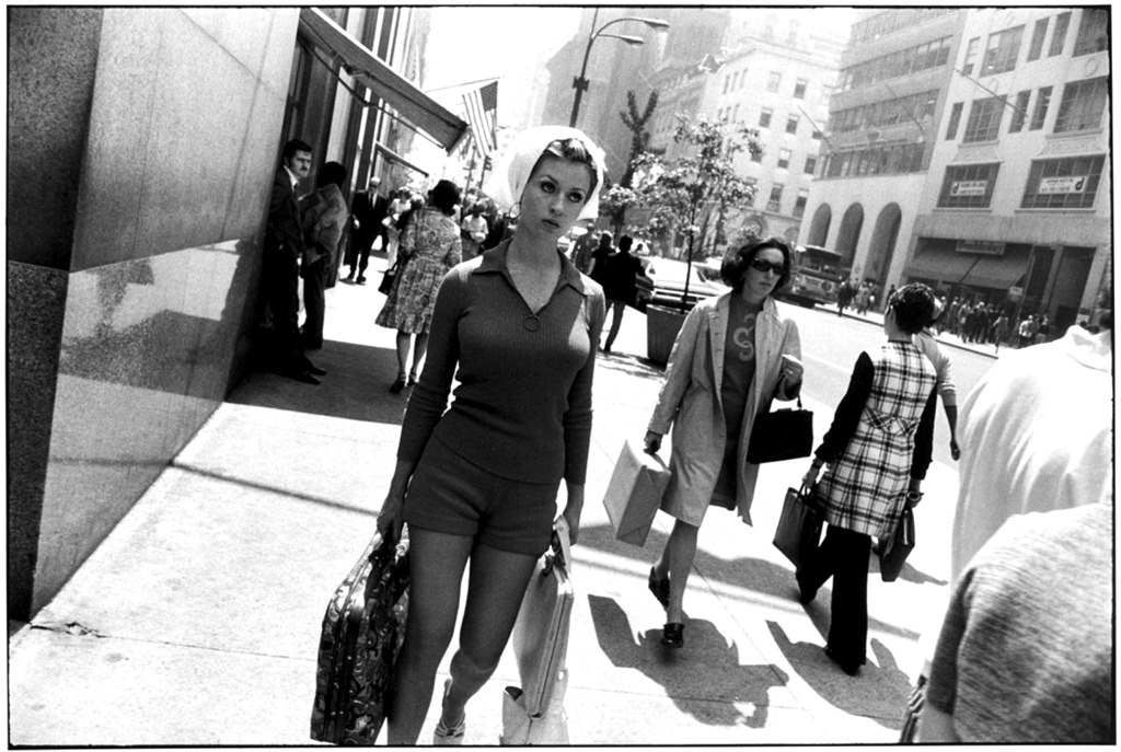 Black and white street photography by garry winogrand