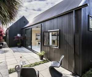 Black Urban Cottage by CoLab Architecture
