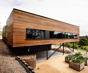 Blairgowrie Beach House Getaway by Wolveridge Architects