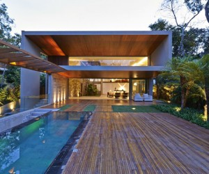 Bosque da Ribeira Residence Surrounded by Brazilian Jungle