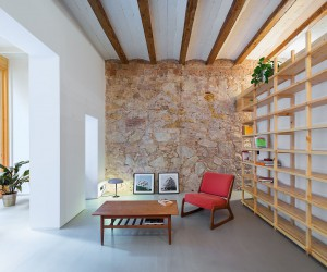 Breezy Revamp: Small Apartment in Barcelona Serves as a Relaxing Second Home