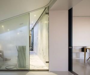 Camarim Arquitectos extended a Lisbon apartment