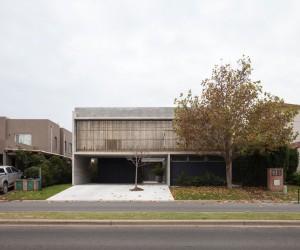 Casa 131 by Daz Varela Sartor Arquitectos