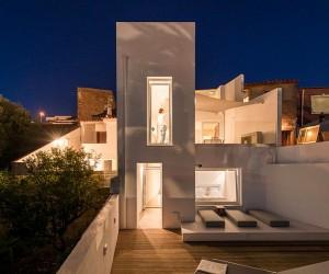 Casa da Lila  1950s House Completely Rebuilt by Studio Arte