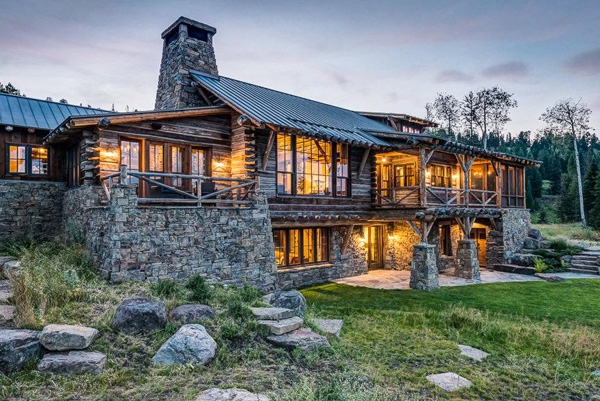Charming rustic house tucked away in montana for Custom rustic homes