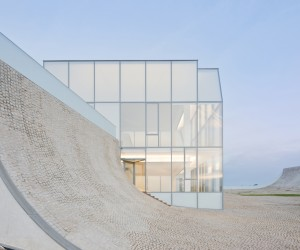 Cite de l'Ocean et du Surf by Steven Holl and Solange Fabio