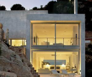 Cliff House in Tamariu by Jordi Garcs