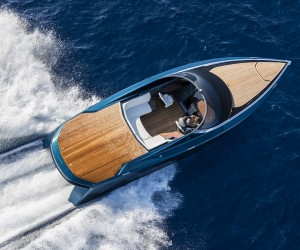 Closer look at Aston Martin powerboat