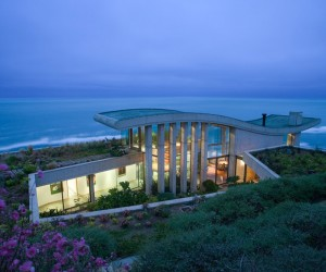 Contemplative Sea Retreat in Chile by Raimundo Anguita