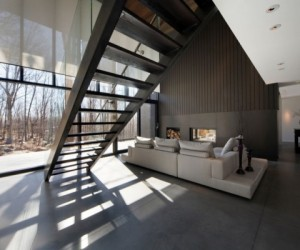 Contemporary forest home in Montreal
