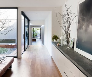 Courtyard House in Melbourne by Robson Rak architects