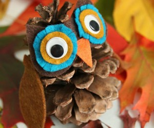 Cute Fall Crafts Made with Pine Cones