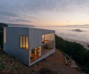 D House in Cliff by Panorama and WMR