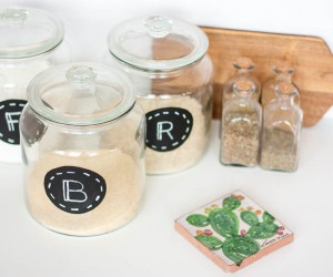 DIY Chalkboard Pantry Labels