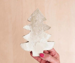DIY Concrete Outdoor Christmas Tree Decoration
