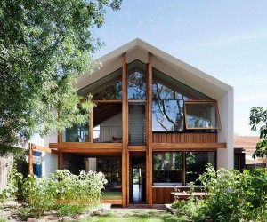Dolls House: Sustainable Addition that Celebrates Adaptability