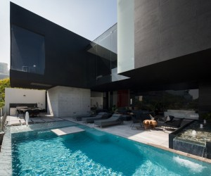 Dominant Modern Mansion by GLR Arquitectos