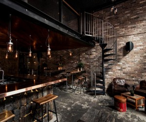 Donnys Bar: industrial design with rustic accents