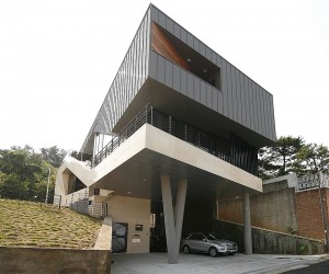 Dramatic Cantilevered Home in South Korea with a Gravity-Defying Faade